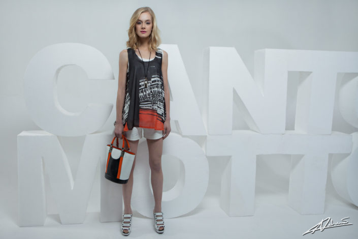 Fashion photography Canto Motto clothes model model with shorts and t-shirt.