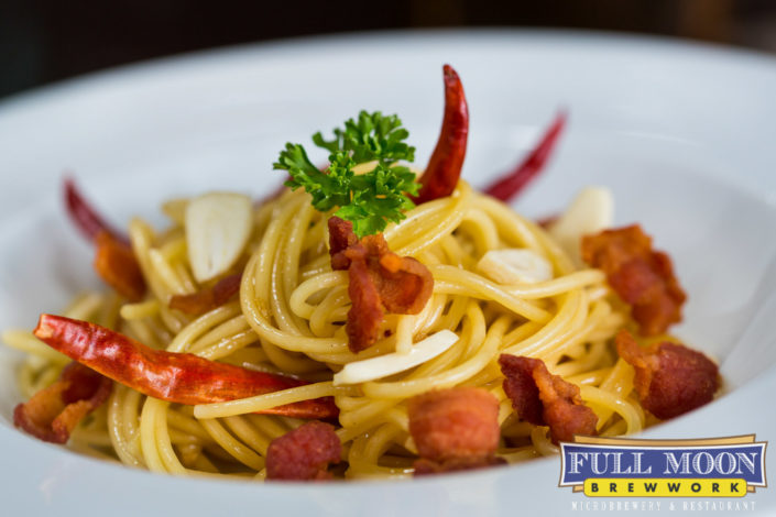 Food and drinks photography Full Moon Brewwork Phuket spaghetti with bacon.