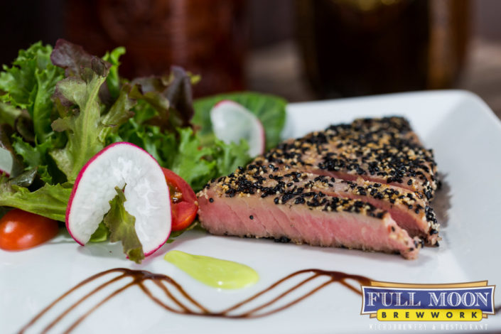 Food and drinks photography Full Moon Brewwork Phuket tuna steak with salad.