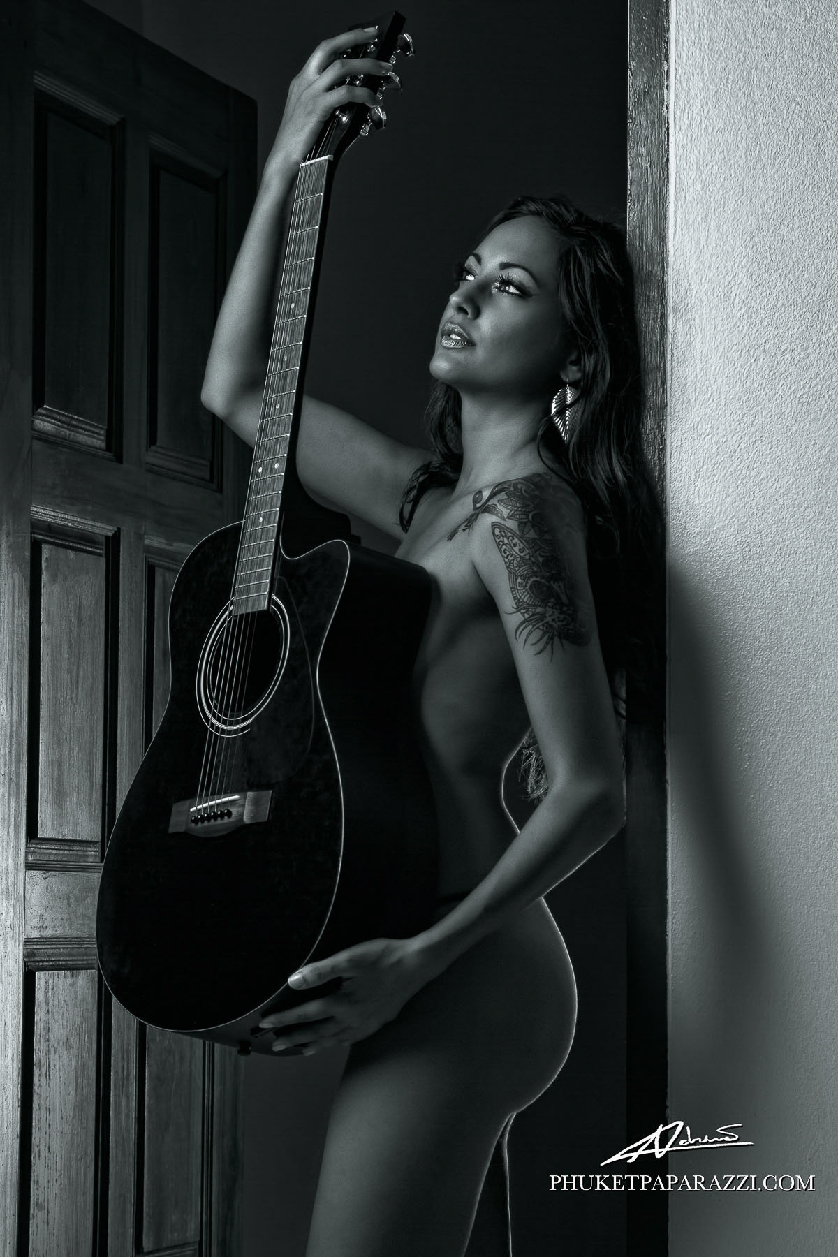 nude photography women with guitars