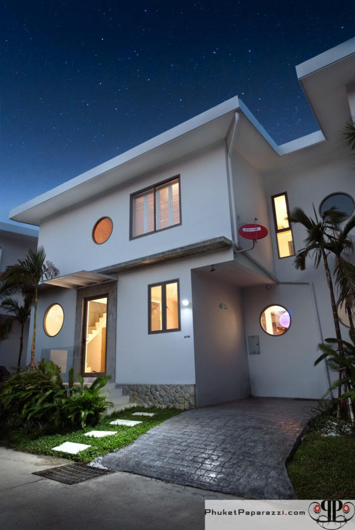 Real estate photography villa exterior.